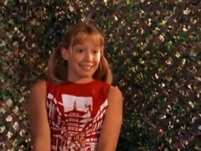 Lizzie in a Japanese pagoda shirt in Lizzie McGuire Episode 101: Rumors