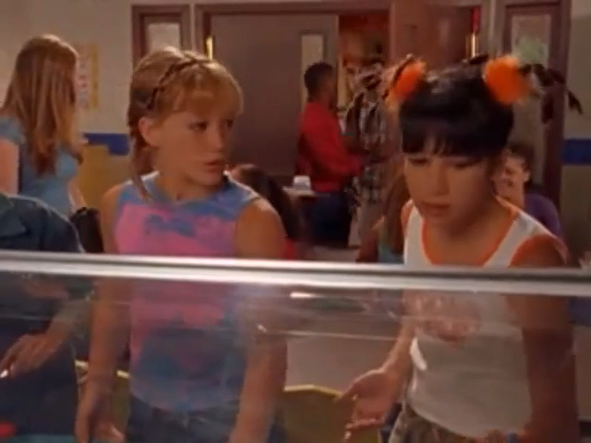 Lizzie and Miranda in the cafeteria in Lizzie McGuire Episode 101: Rumors
