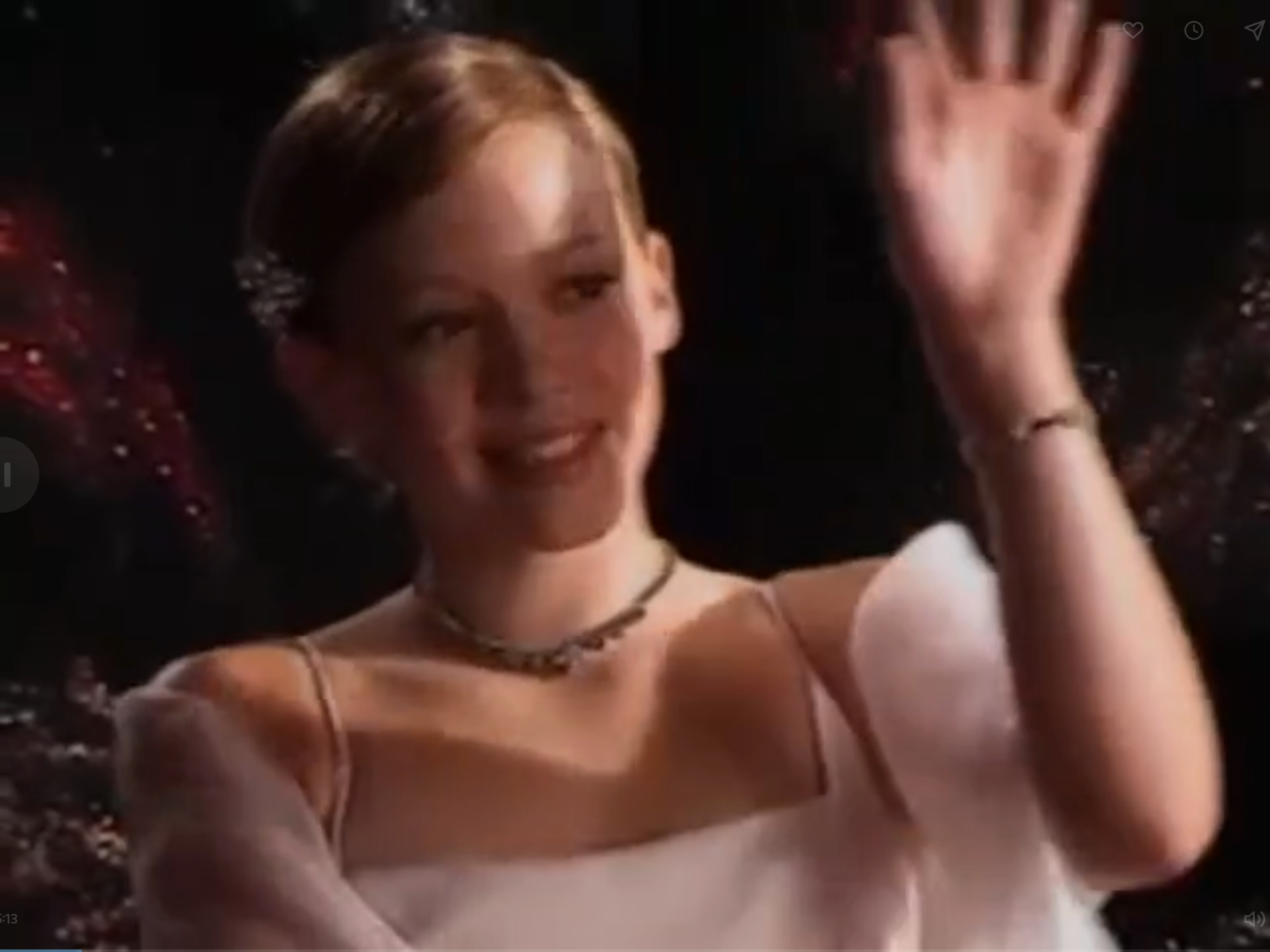 Lizzie's Gwyneth at the Oscars Look in Lizzie McGuire Episode 102: Picture Day