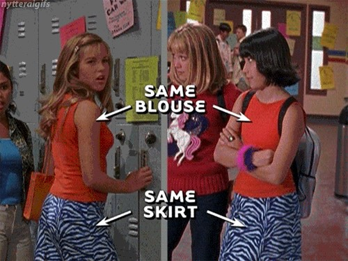 Kate and Miranda Same Blouse Same Skirt in Lizzie McGuire Episode 102: Picture Day
